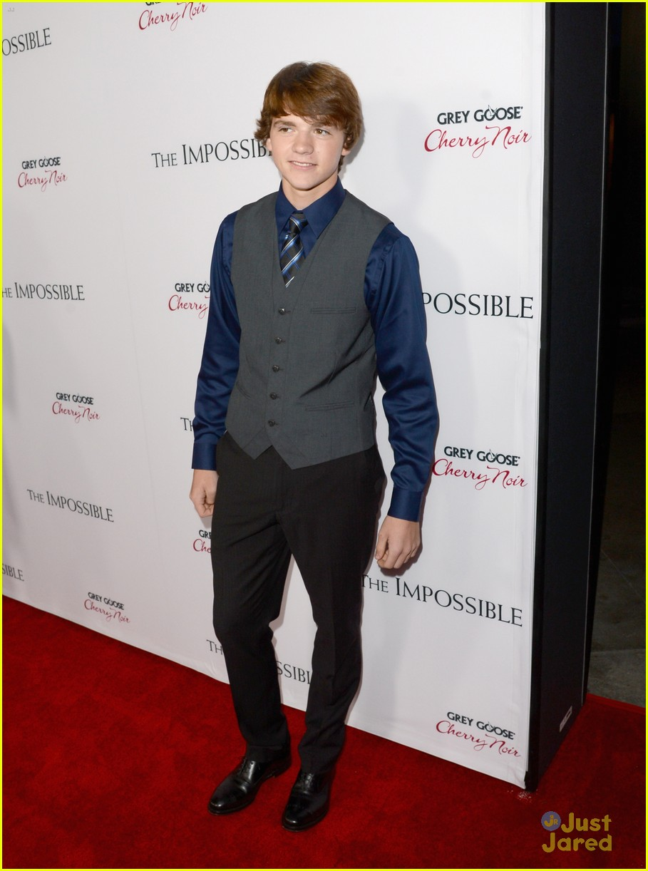 joel courtney impossible premiere 01
