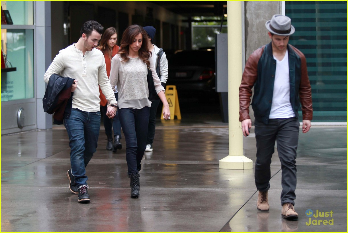 joe jonas blanda brothers lunch 24