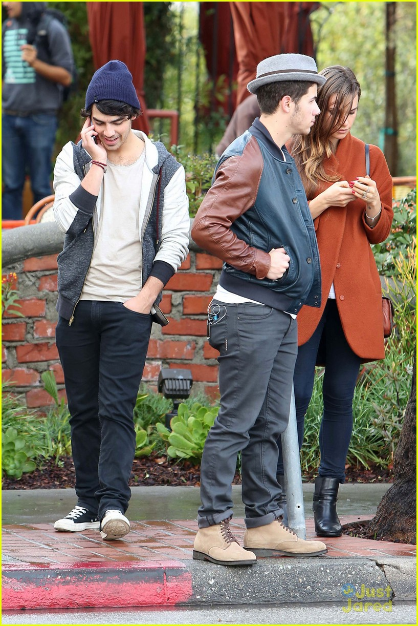 joe jonas blanda brothers lunch 25