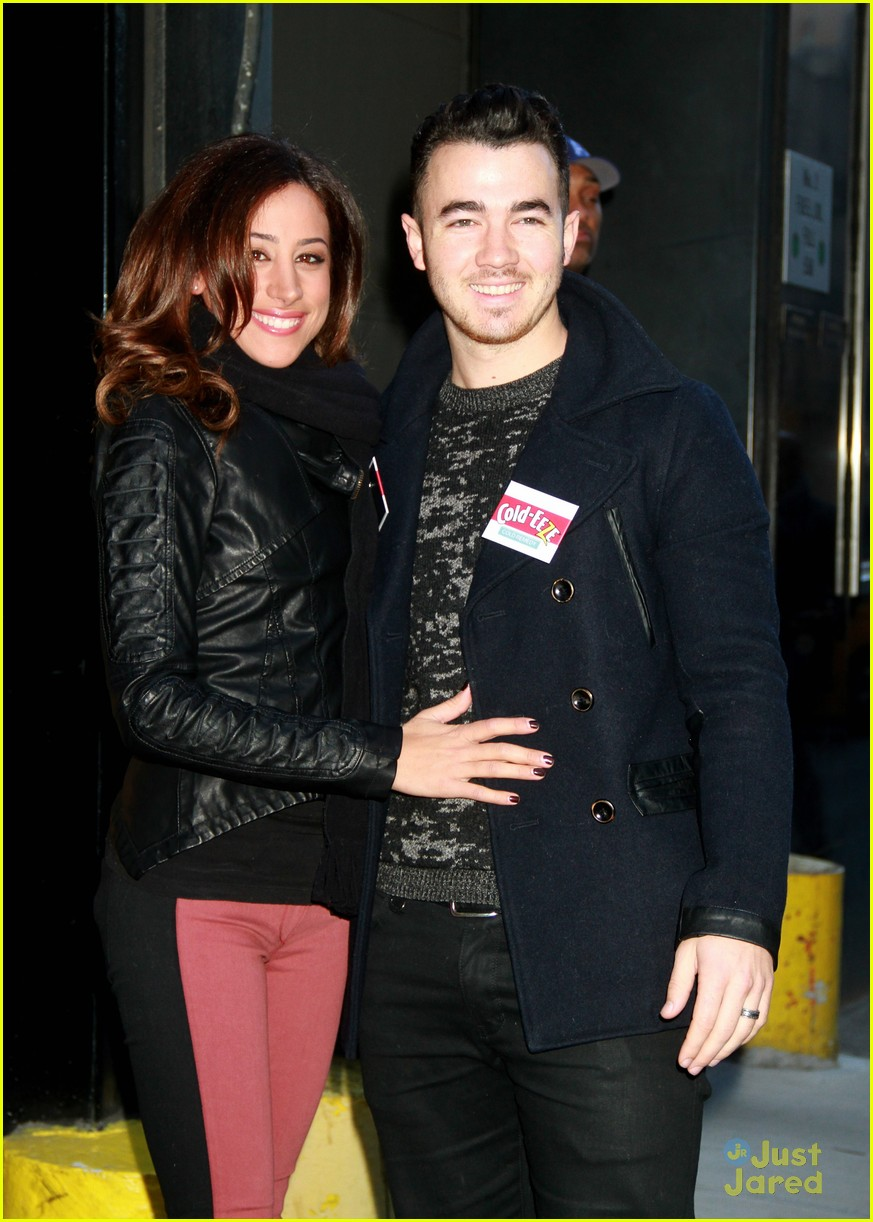 kevin danielle jonas fdny food drive 11