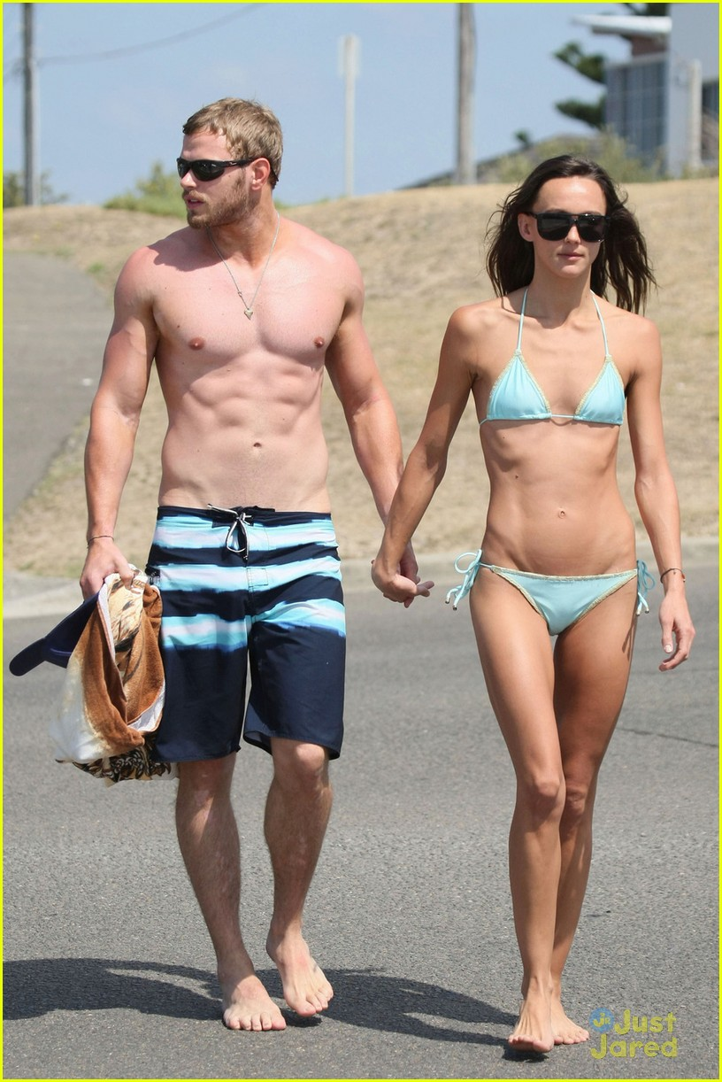 kellan lutz shirtless beach day with sharni vinson 01