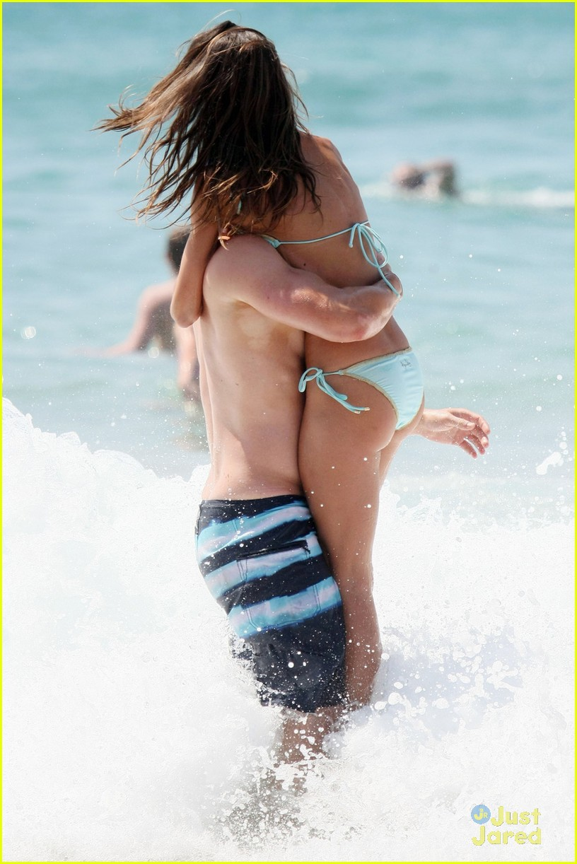 kellan lutz shirtless beach day with sharni vinson 11