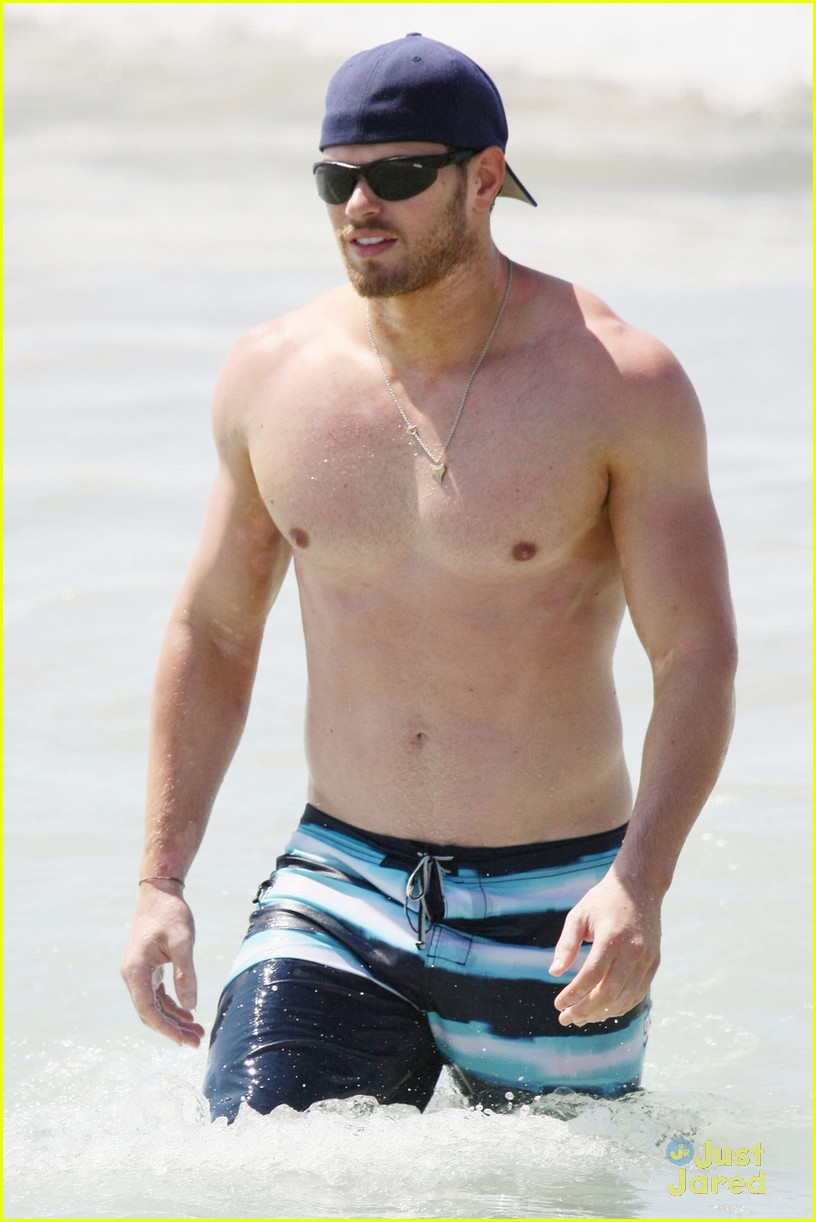 kellan lutz shirtless beach day with sharni vinson 16