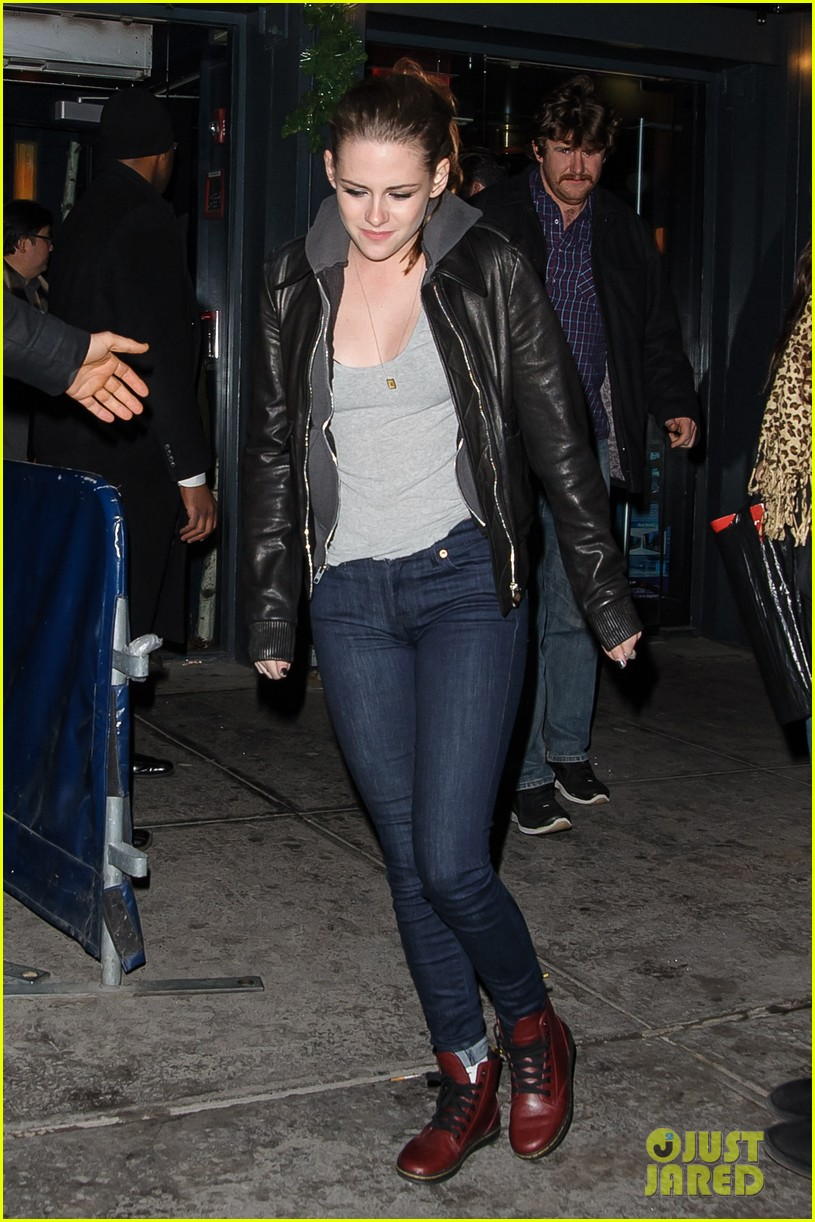kristen stewart leaving on the road party 01