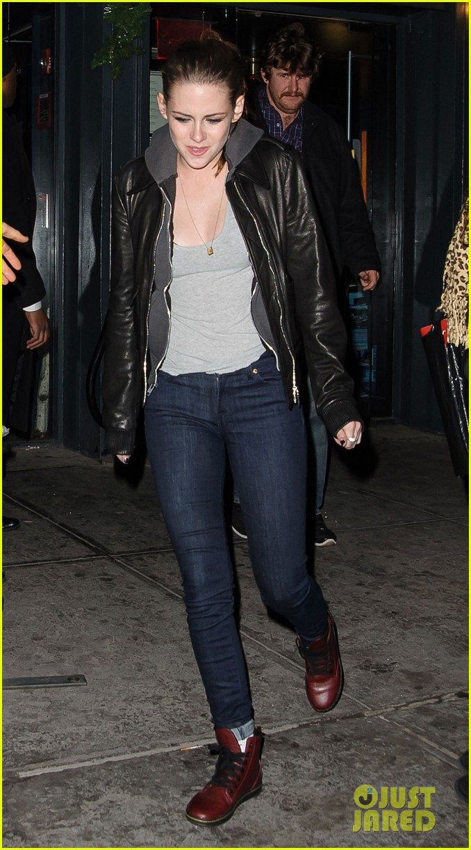 kristen stewart leaving on the road party 02