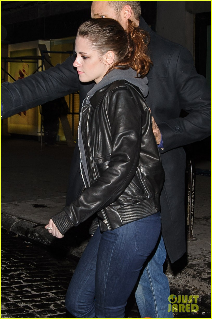 kristen stewart leaving on the road party 03