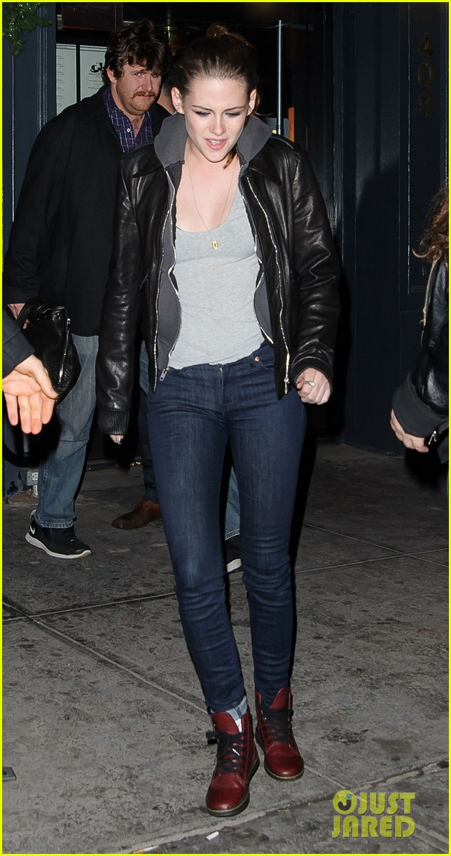kristen stewart leaving on the road party 04