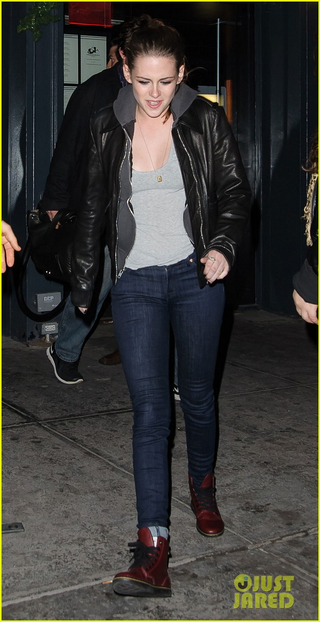 kristen stewart leaving on the road party 05