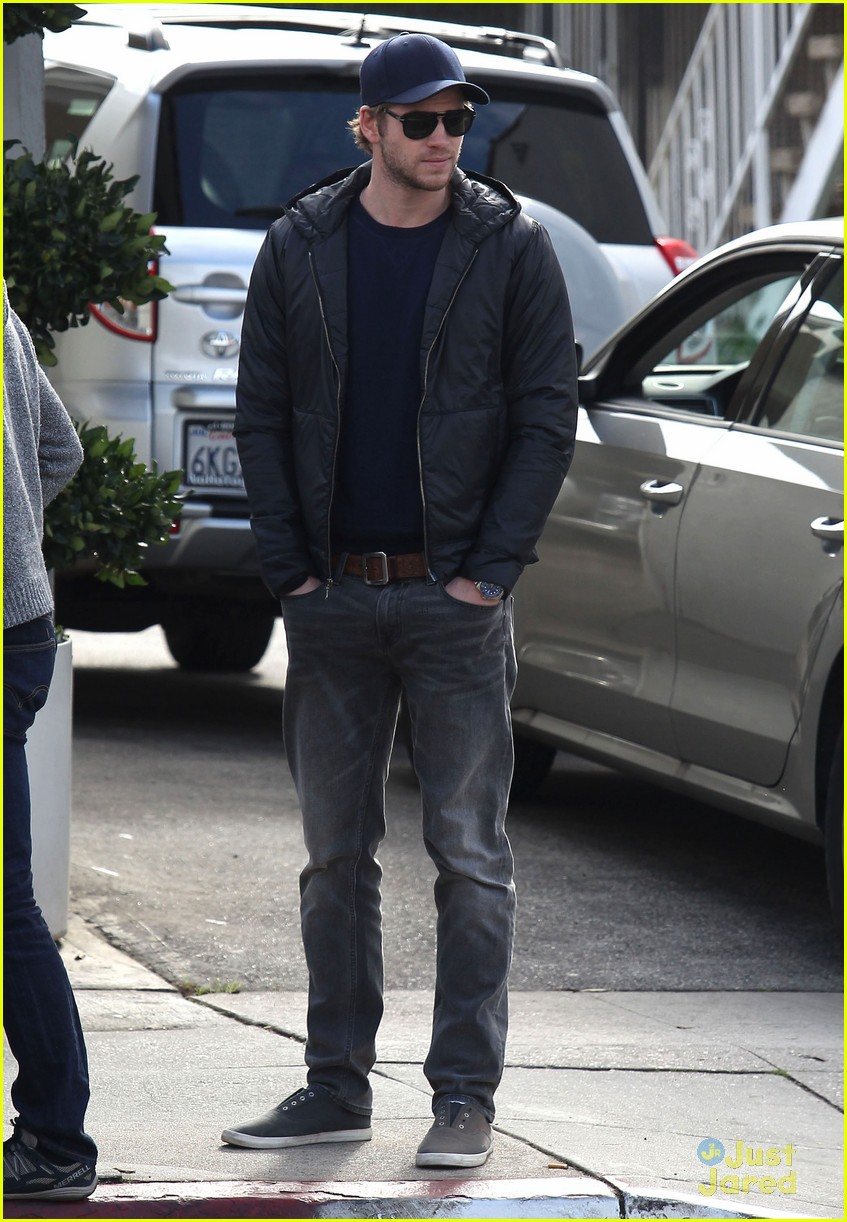 liam hemsworth kreation kafe 01