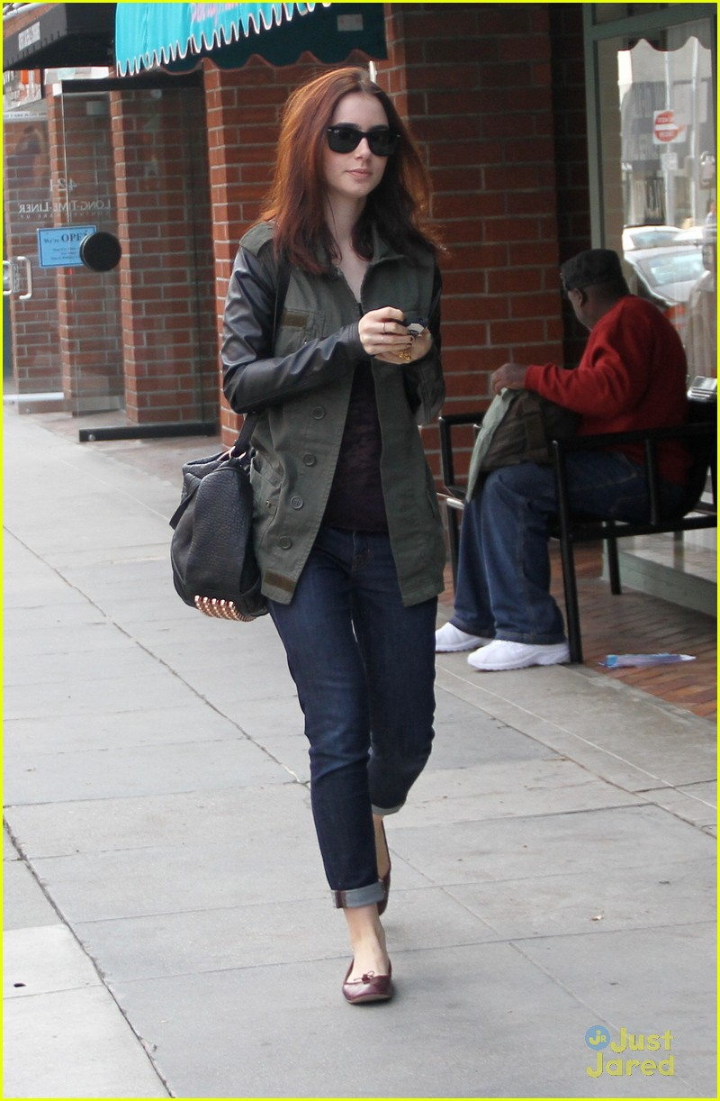 lily collins holiday shopping 05