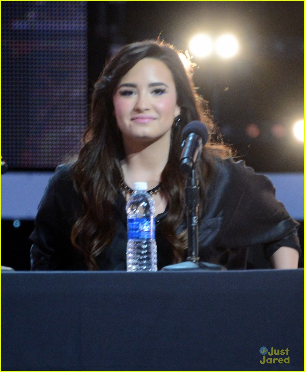 demi lovato xfactor news conference 10