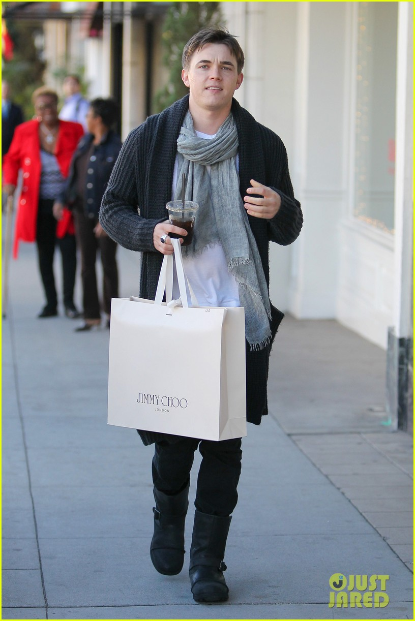jesse mccartney shopping in beverly hills 03