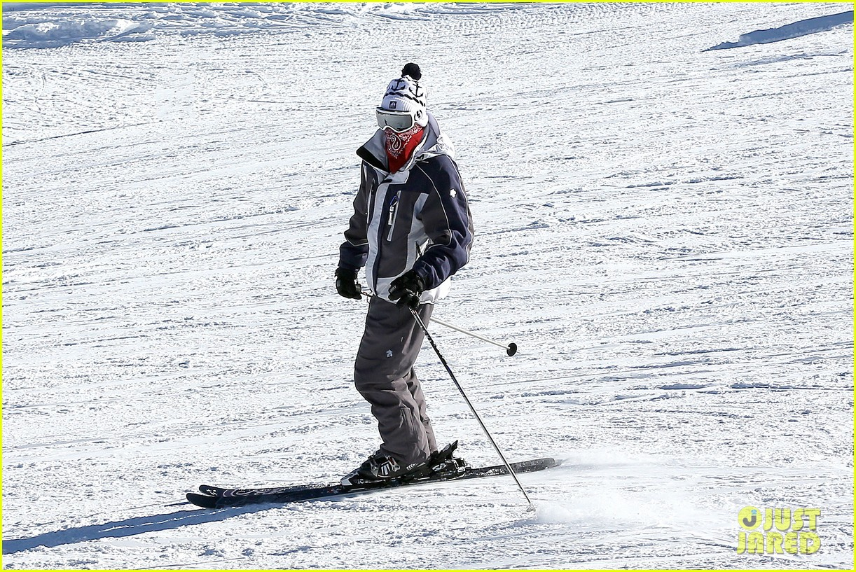 jesse mccartney hits the slopes 11