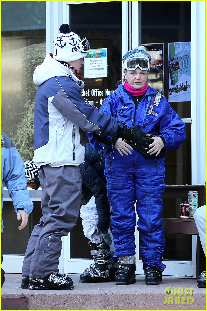 jesse mccartney hits the slopes 13