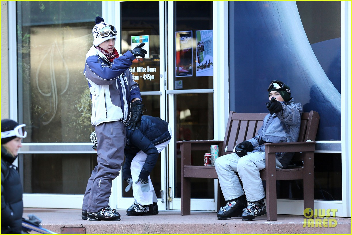 jesse mccartney hits the slopes 20