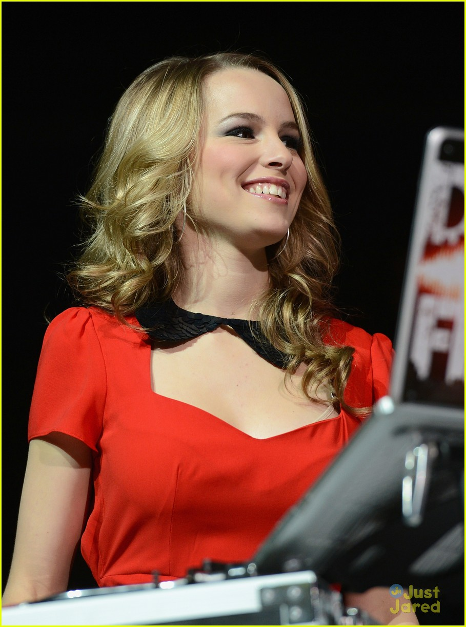 bridgit mendler tampa jingle ball 23