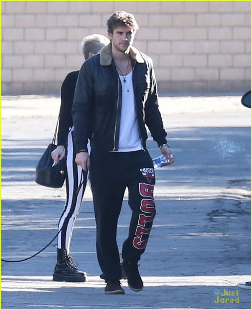 miley cyrus liam hemsworth post christmas family gathering 09