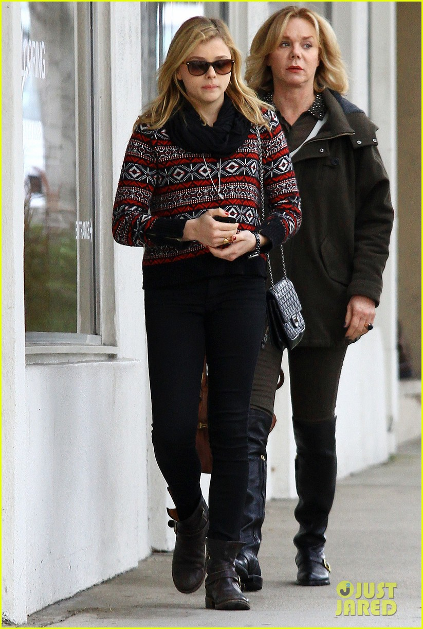 chloe moretz lunch date mom 04