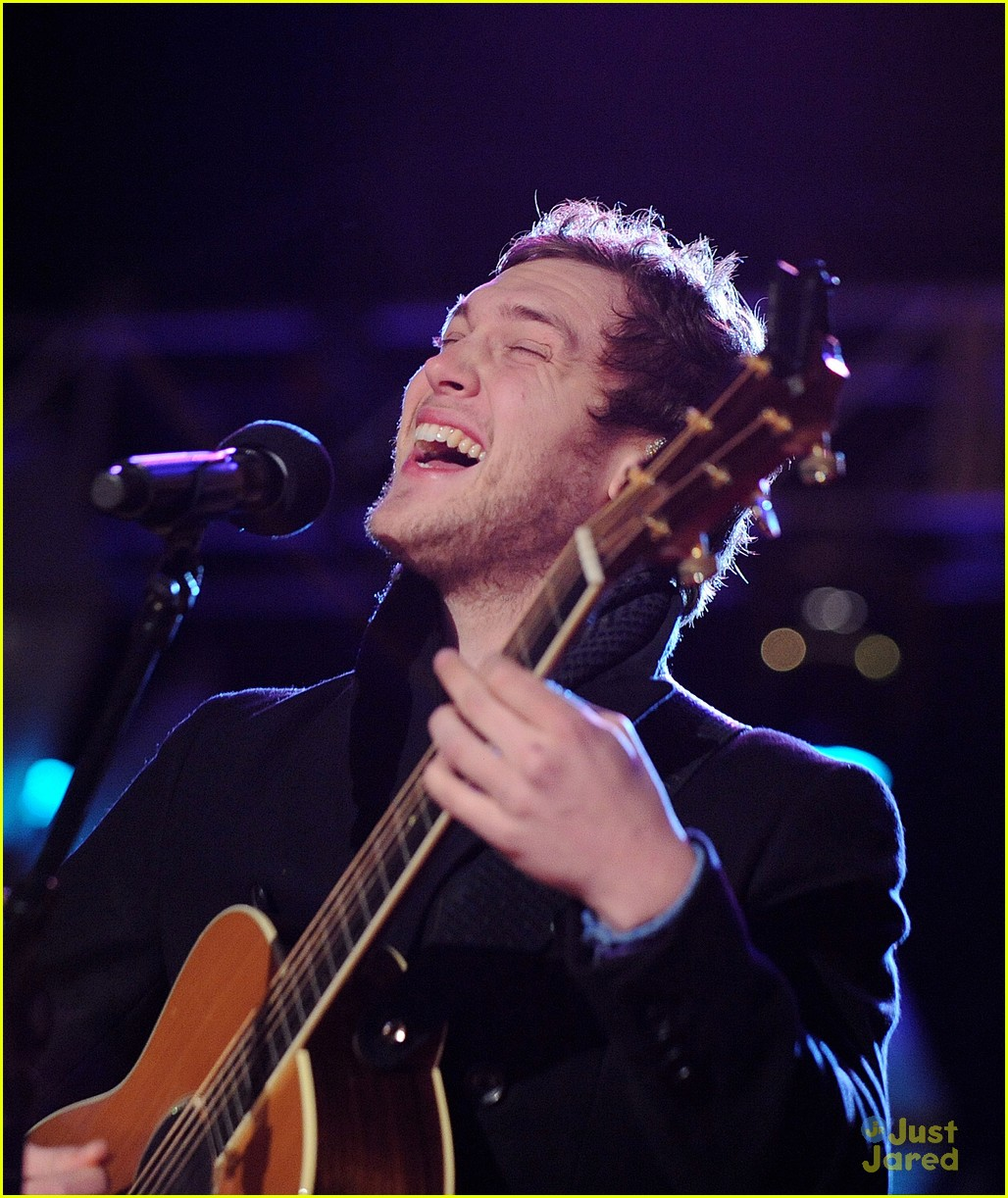 rico rodriguez phillip phillips tree lighting 06