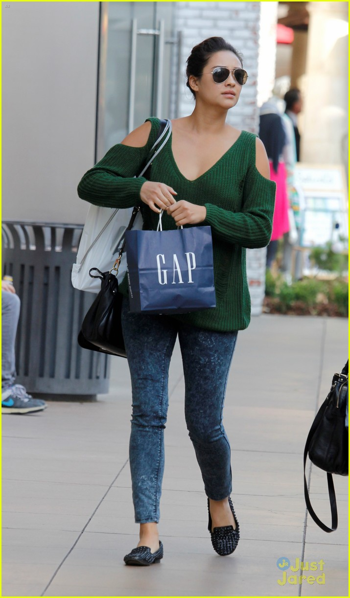 shay mitchell gap girl 03