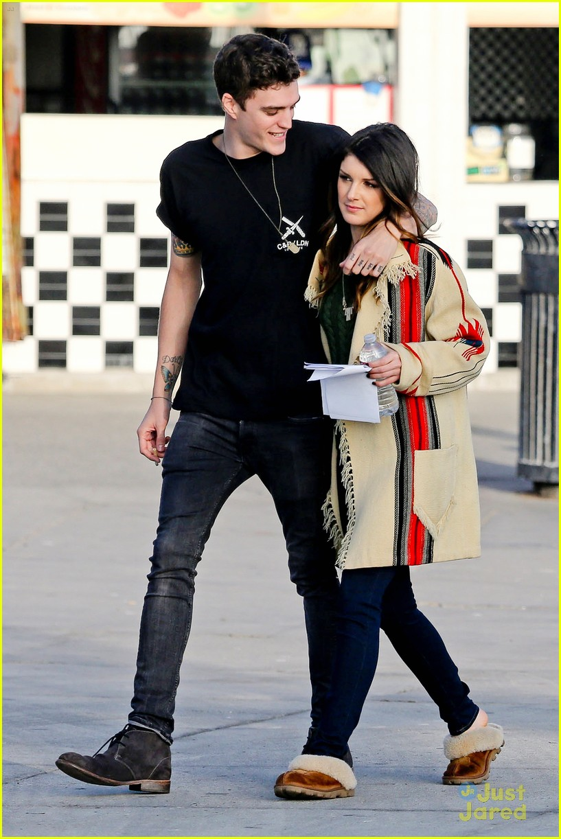 shenae grimes 90210 set josh beech 04