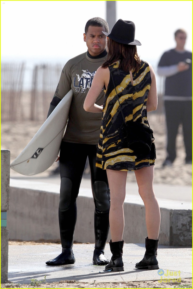 jessica stroup tristan wilds 90210 beach 05