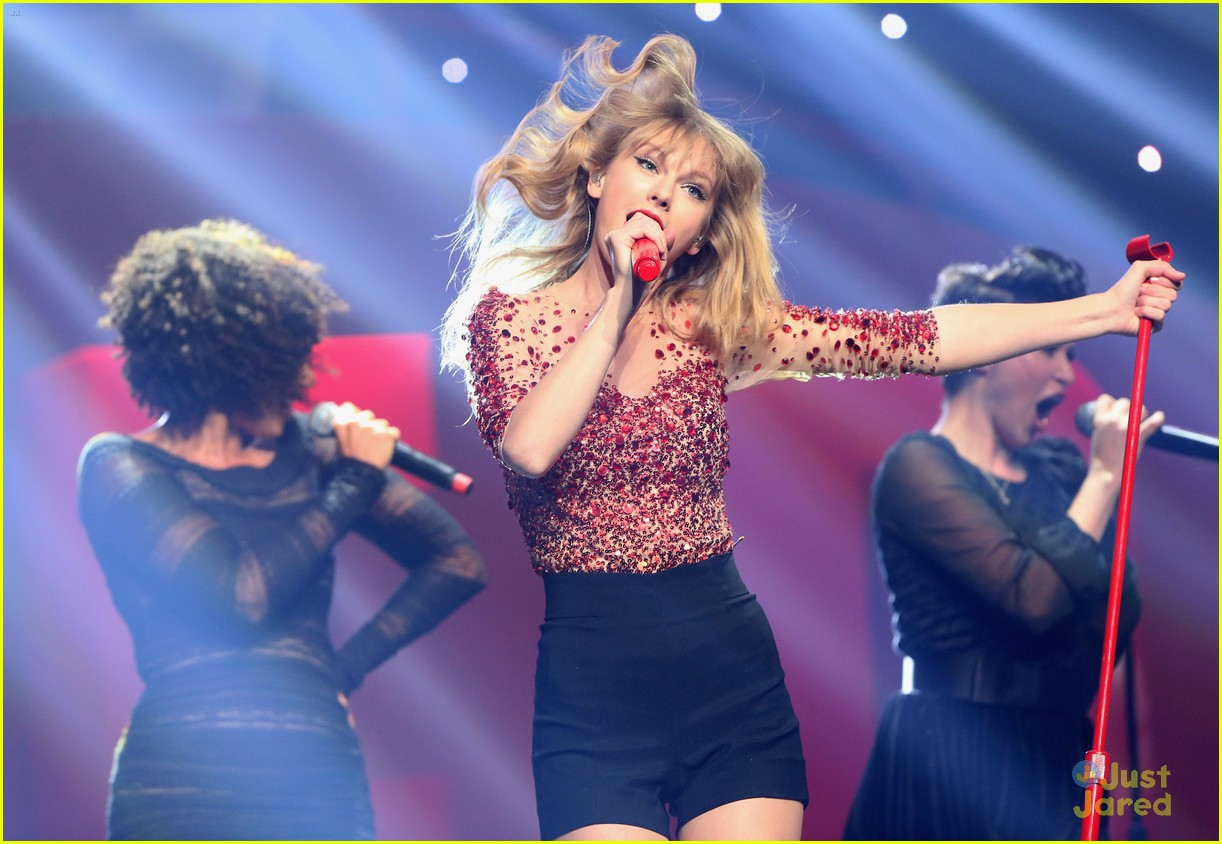 taylor swift jingle ball 12