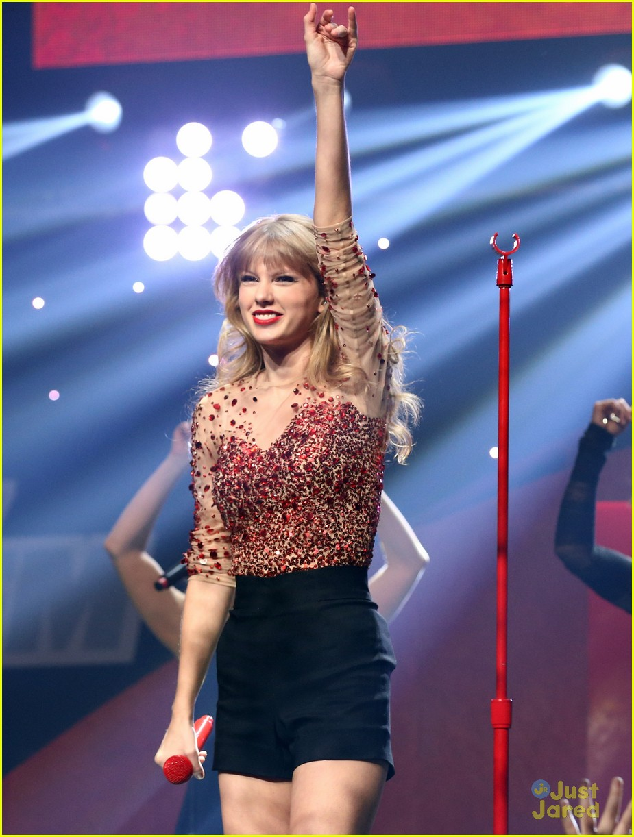 taylor swift jingle ball 17