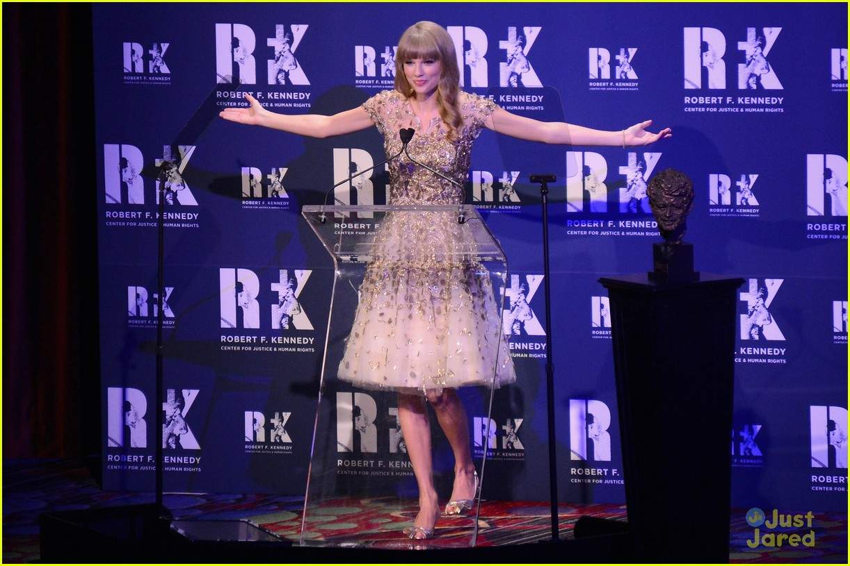 taylor swift ripple hope awards 09