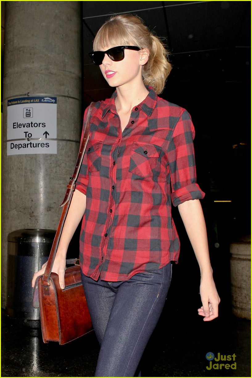 taylor swift plaid arrival lax 01