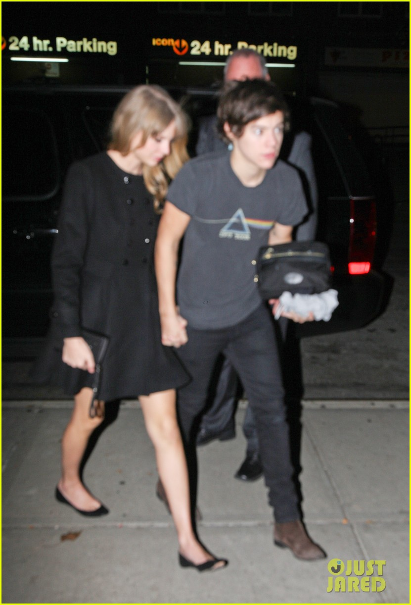 harry styles taylor swift holding hands 06