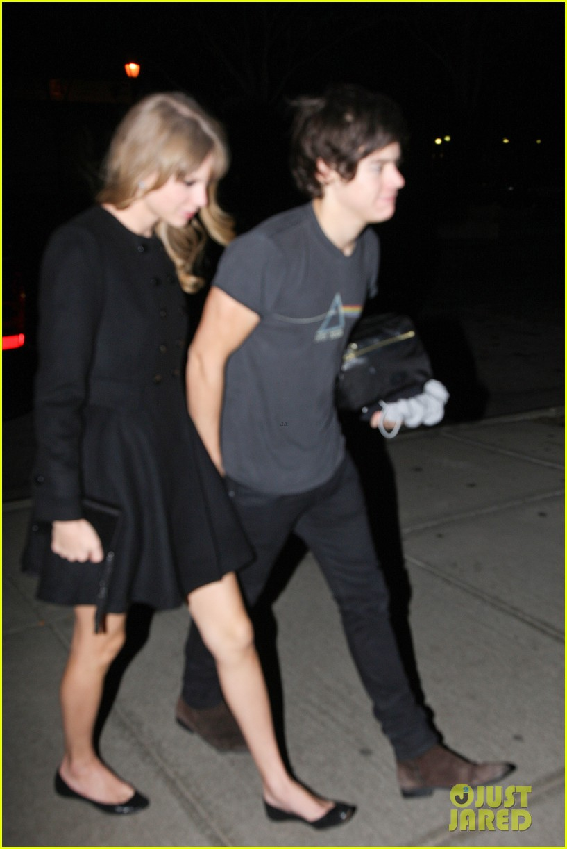 harry styles taylor swift holding hands 08