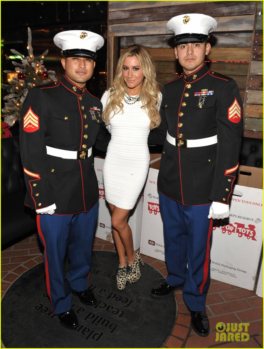 ashley tisdale blondie girl holiday party 10