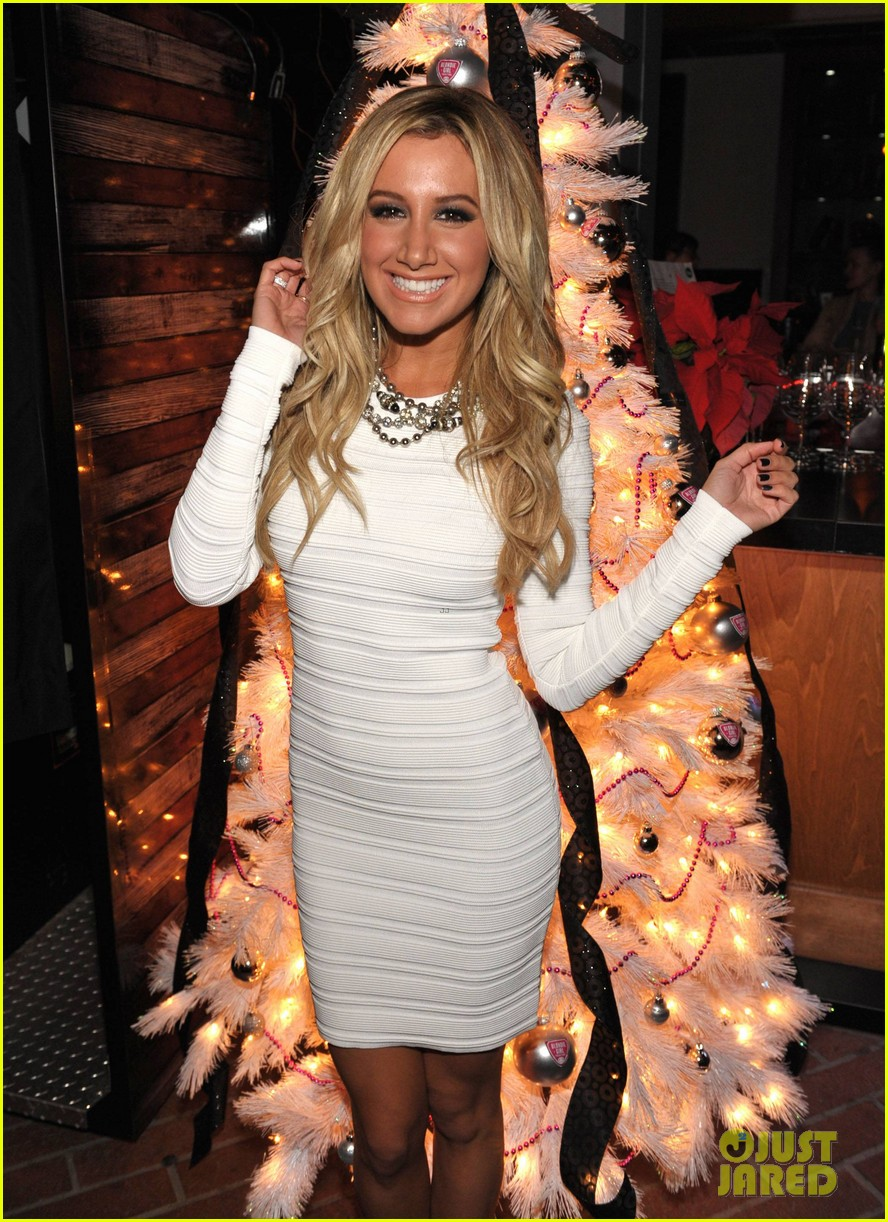 ashley tisdale blondie girl holiday party 15