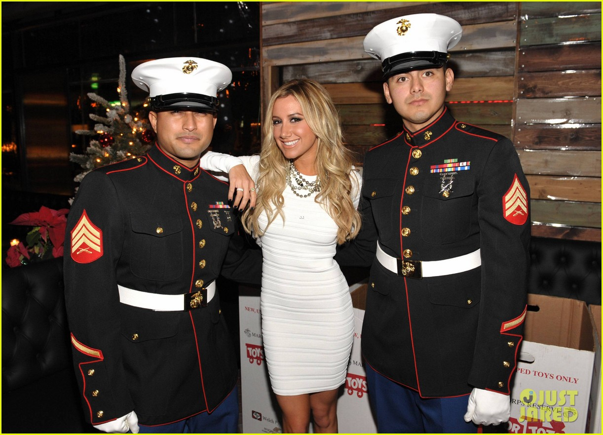 ashley tisdale blondie girl holiday party 16