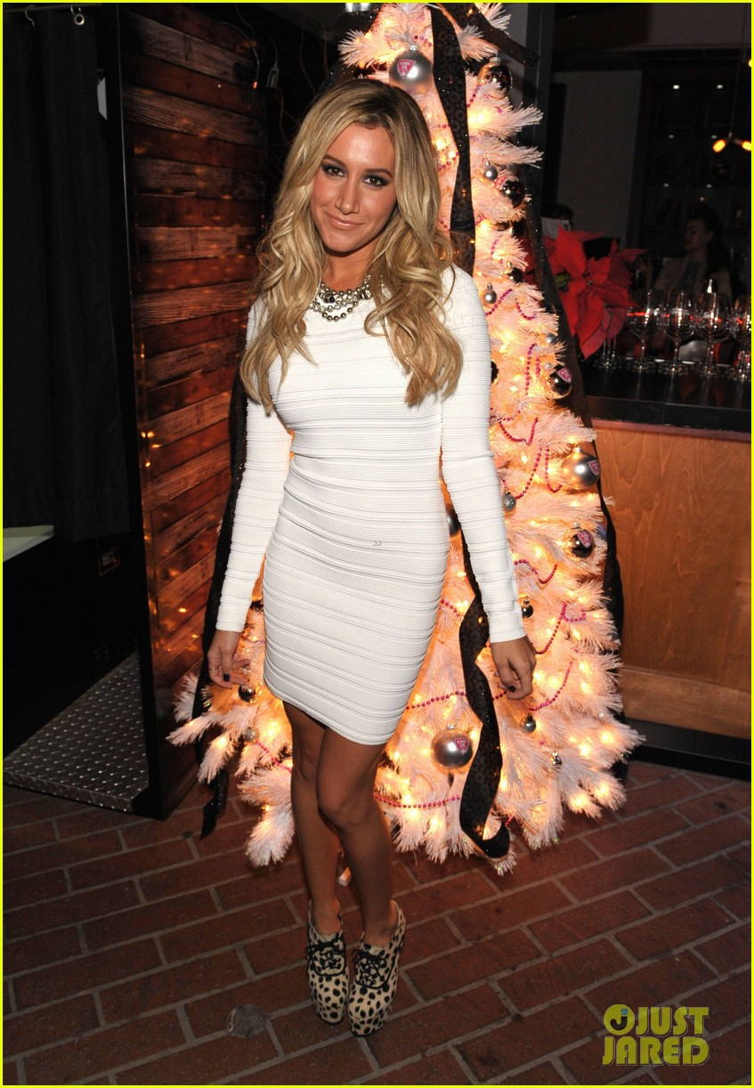 ashley tisdale blondie girl holiday party 18