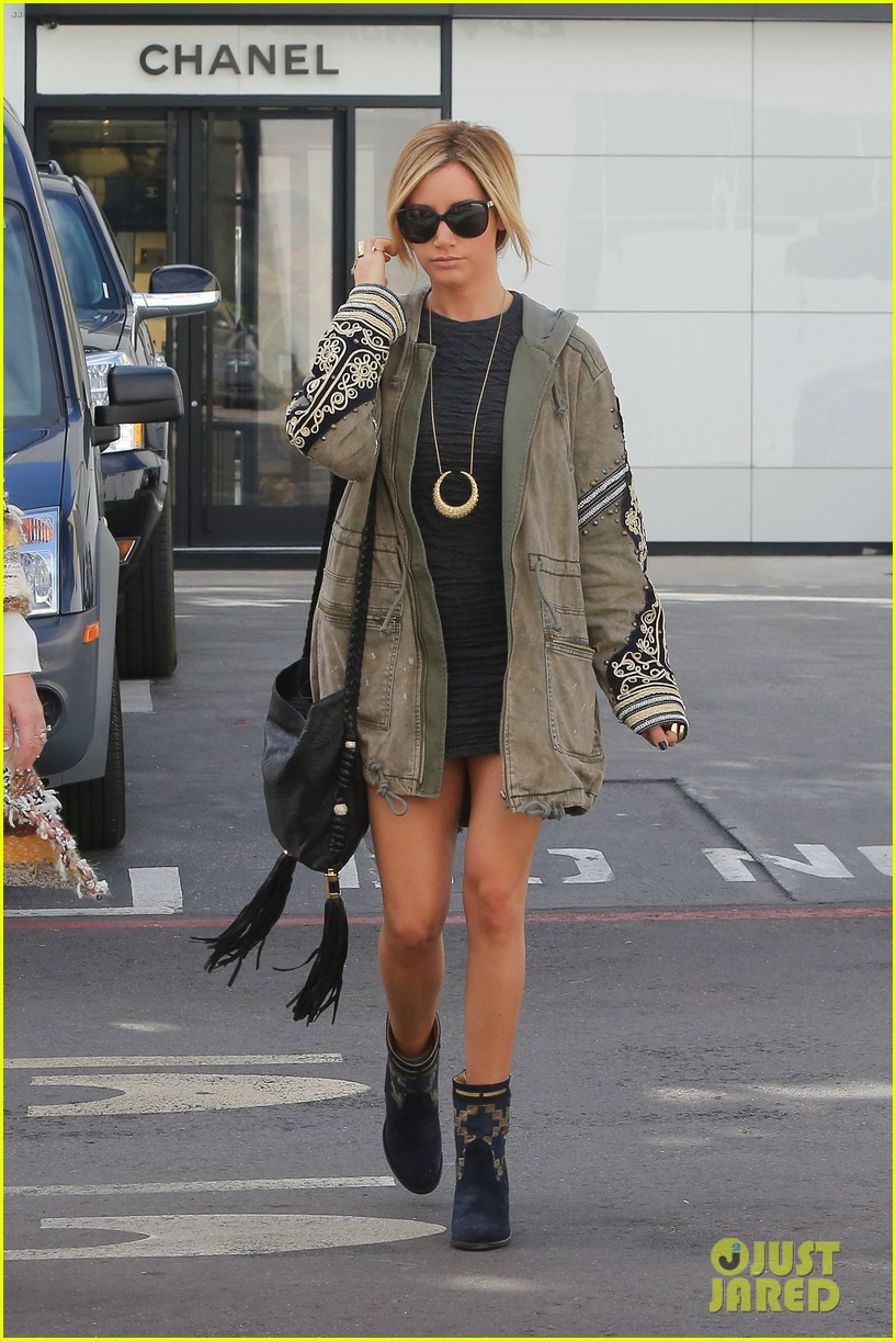 ashley tisdale christmas shopping chanel 06