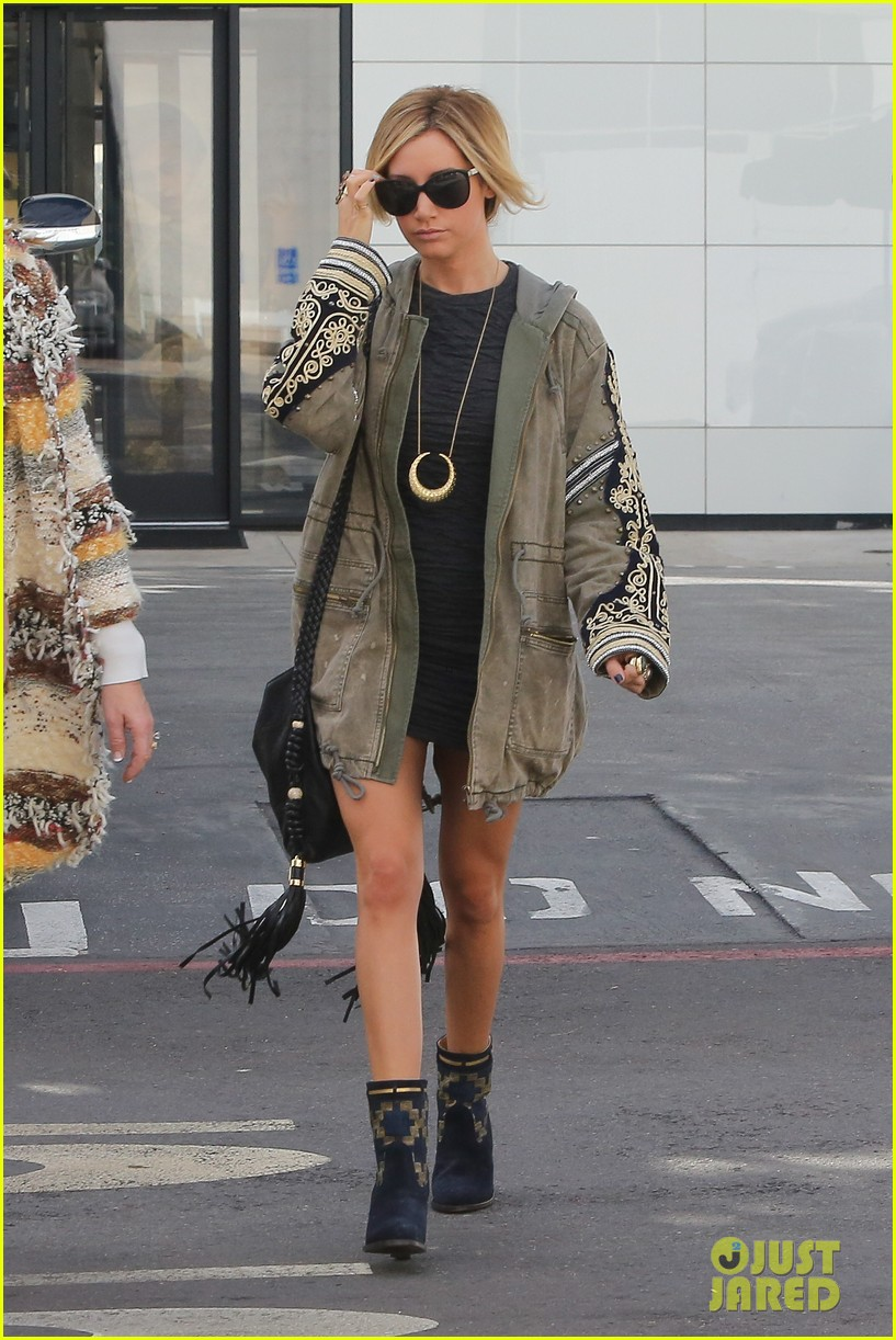ashley tisdale christmas shopping chanel 10