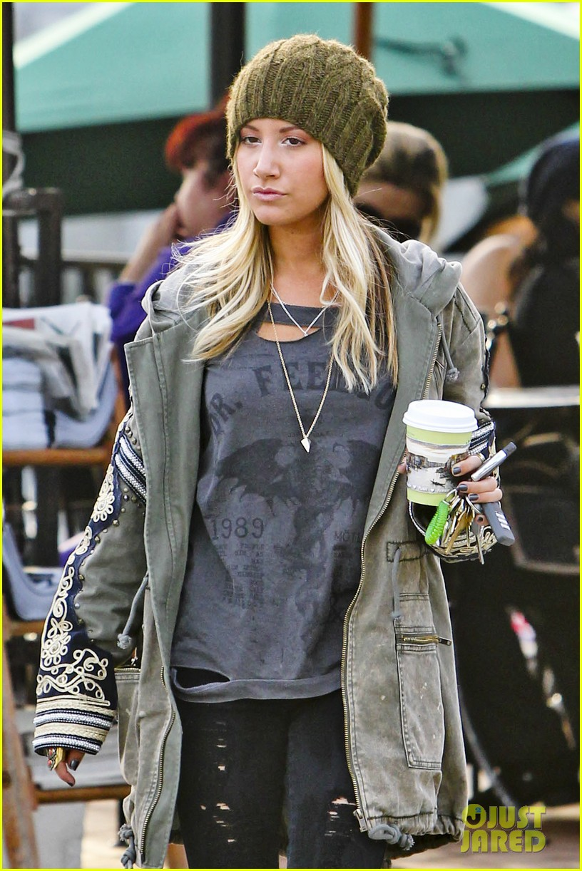 ashley tisdale urth caffe cute 03