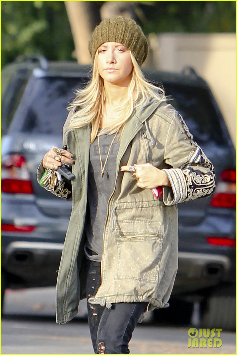 ashley tisdale urth caffe cute 09