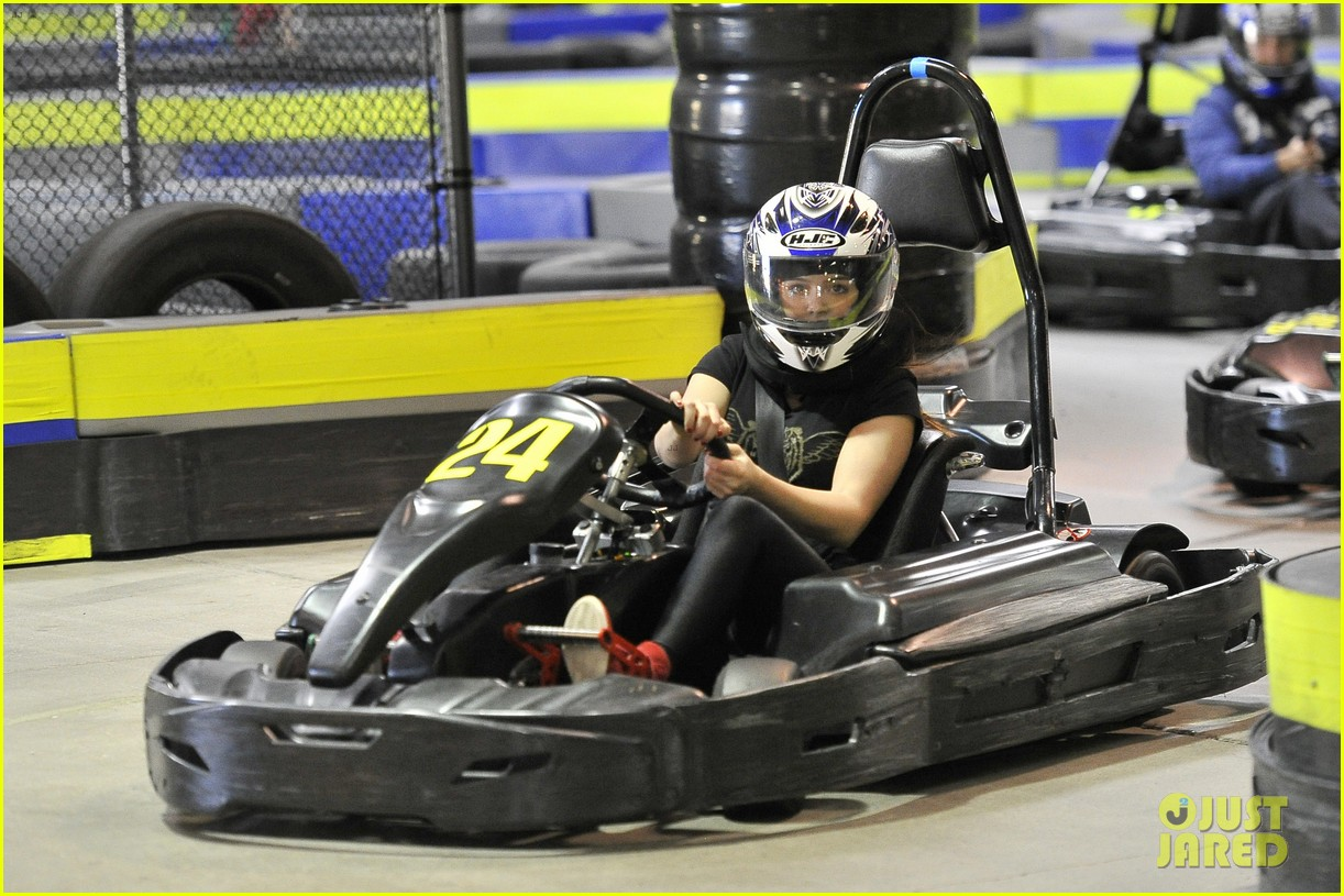 ariel winter go karting 03
