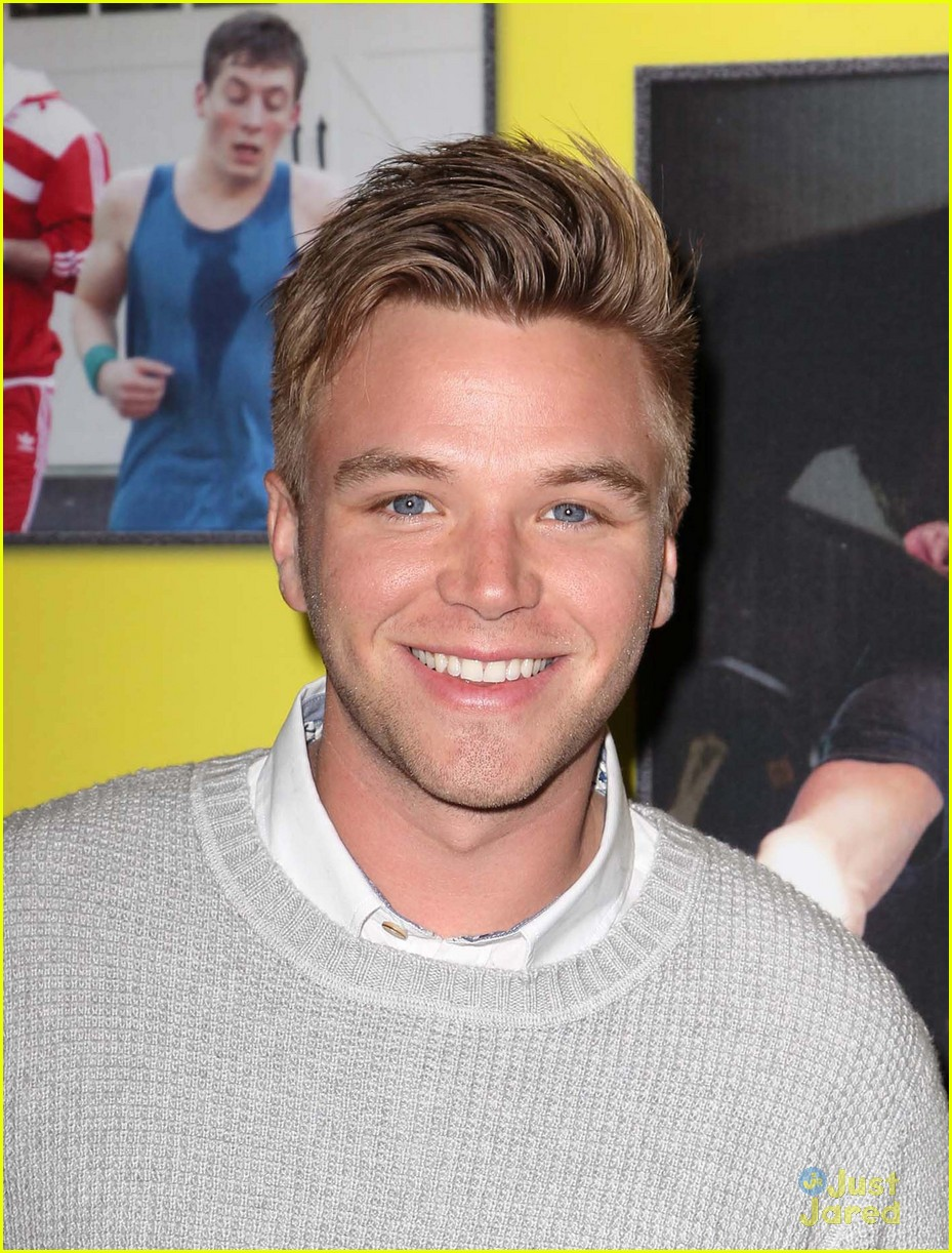 brett davern movie 43 premiere 04
