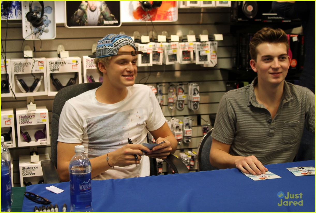 cody simpson in store signing 02