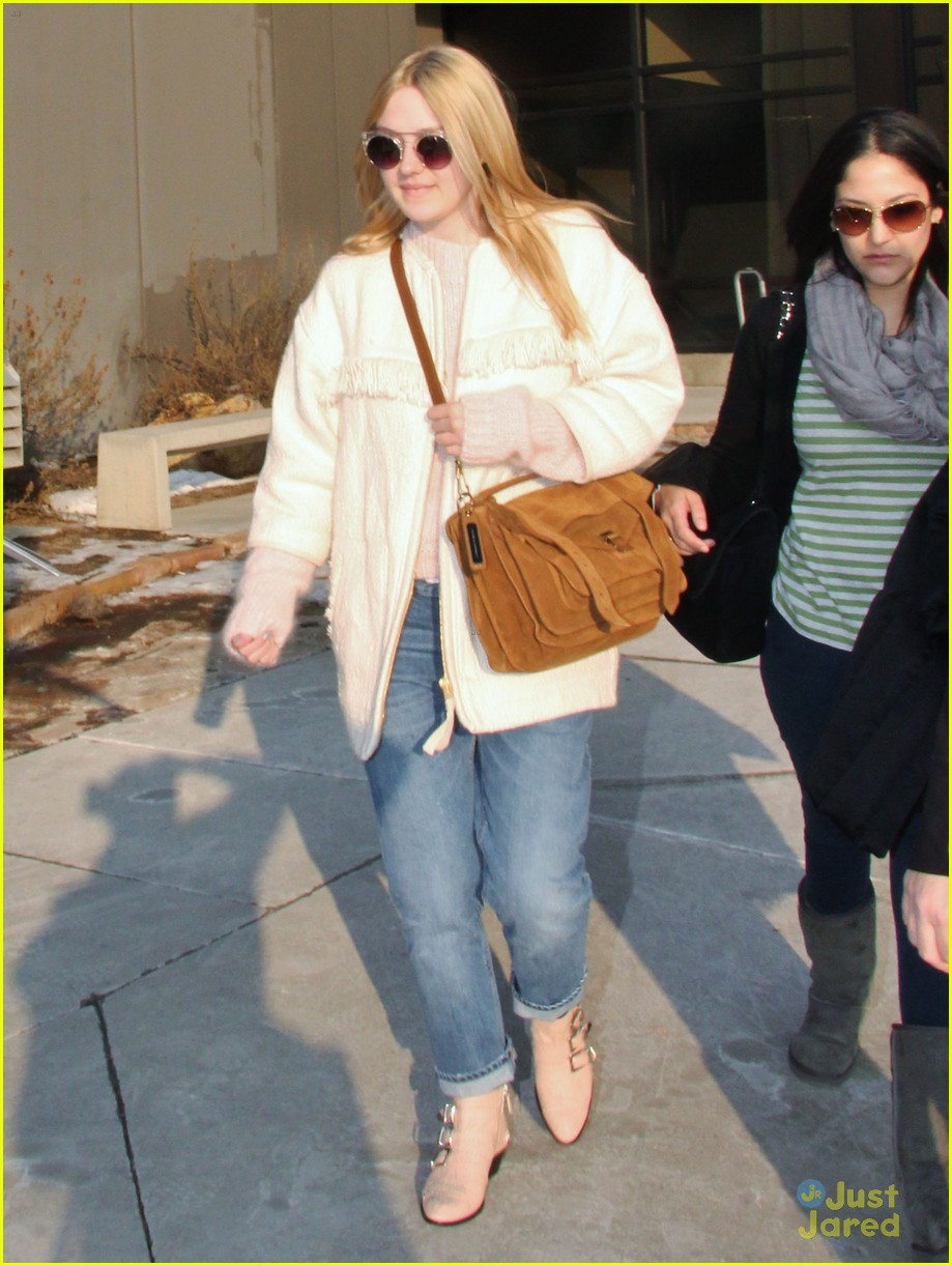 dakota fanning slc takeoff 05