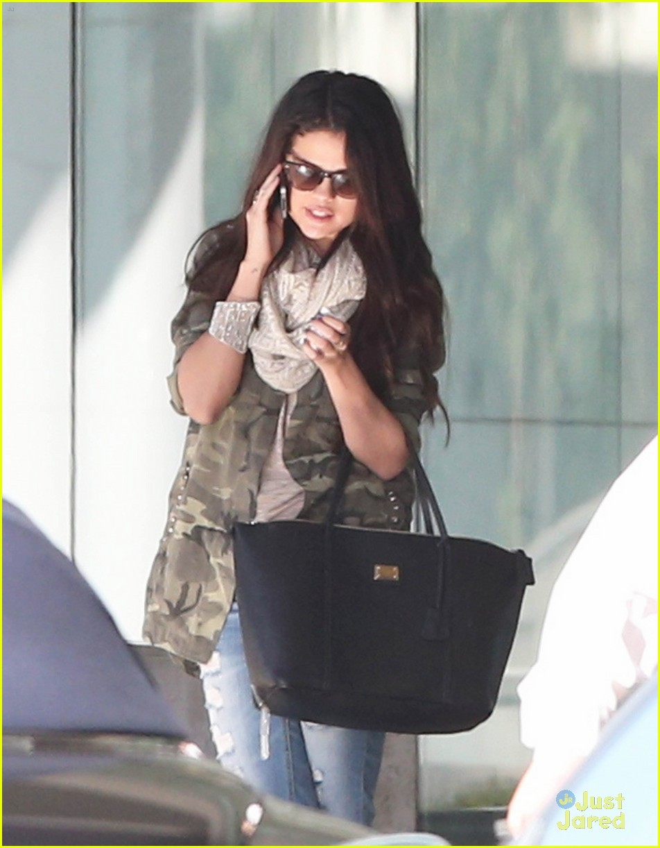 selena gomez caa meeting 07