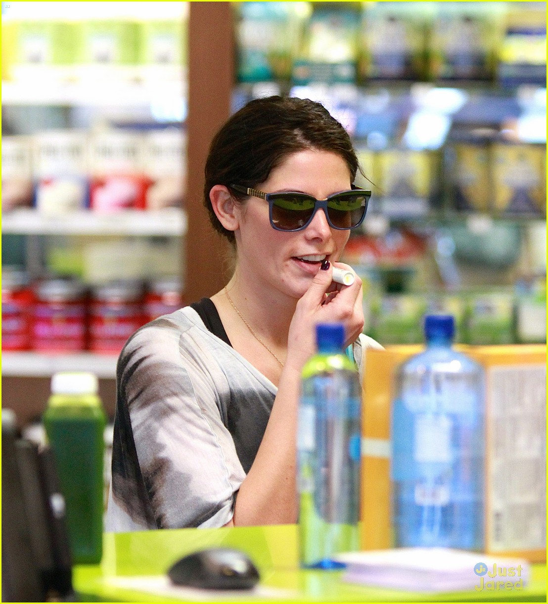 ashley greene smoothie pickup 03