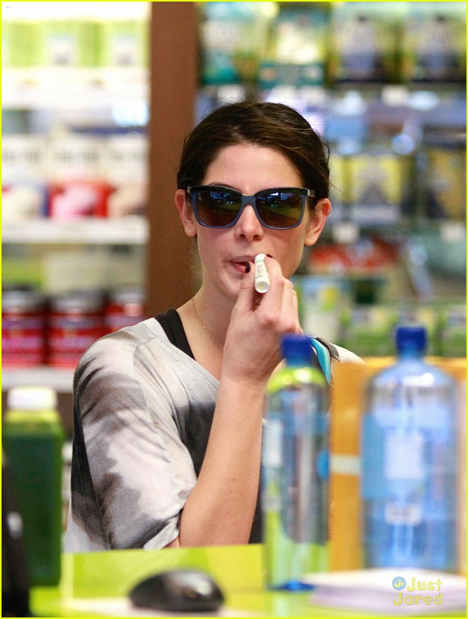 ashley greene smoothie pickup 12