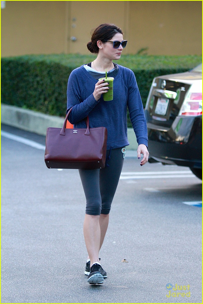 ashley greene smoothie pickup 20