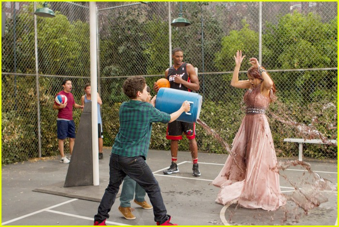 chris bosh guest star jessie 05
