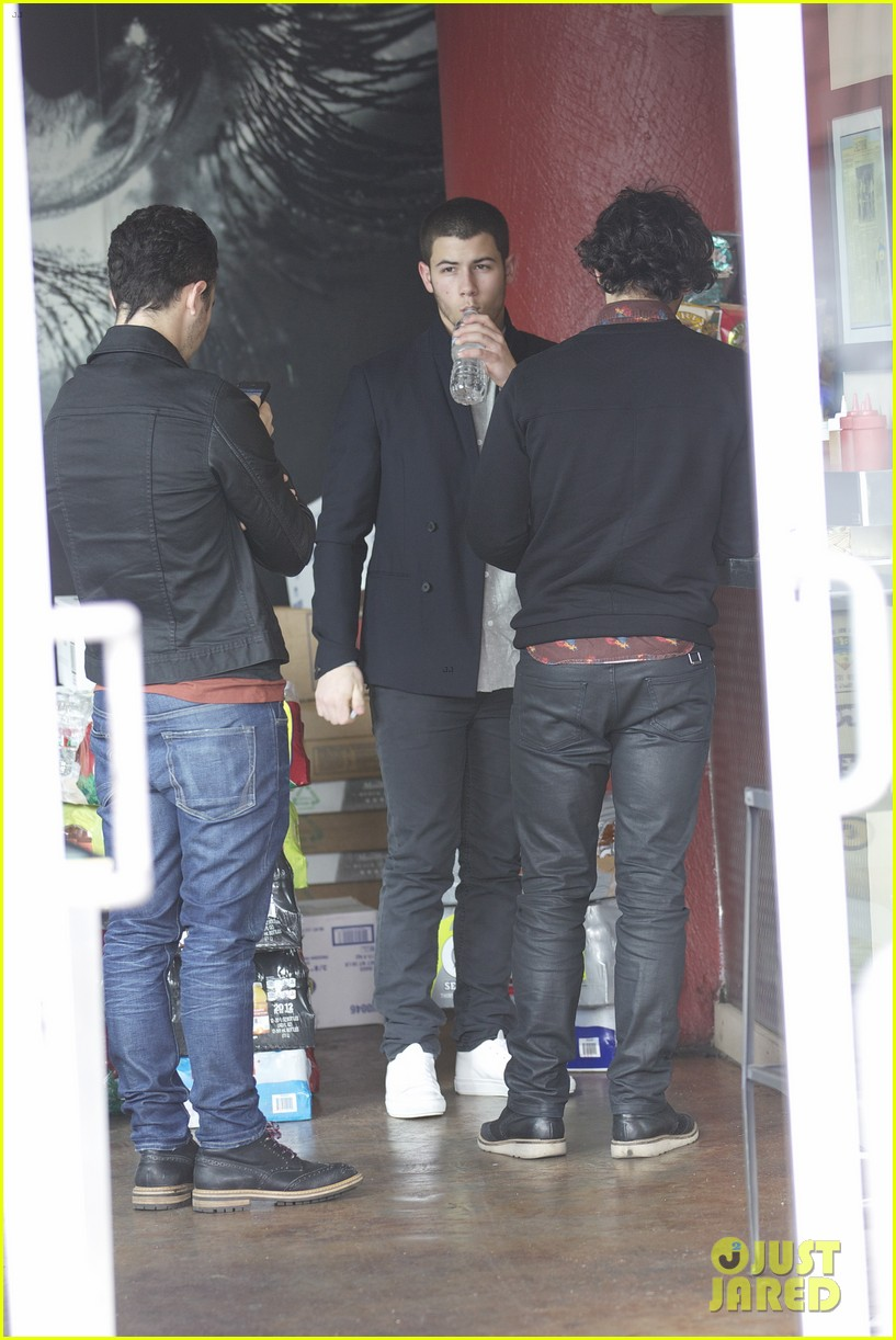 jonas brothers guitar center 03